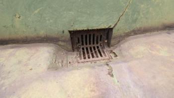 ベランダ バルコニー 雨漏り 原因 排水口