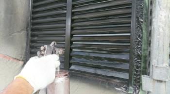 雨戸吹き付け塗装 (2).JPG