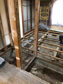 所沢市 内装工事 床撤去1.jpg