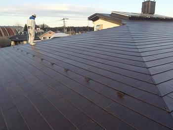 市民の皆様が使う建物の屋根が丈夫で長持ちするものに生まれ変わり、安心しています。