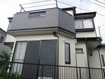 外壁と屋根の塗装、サイディング張りなど外装トータルのリフォームで新築のように生まれ変わりました。