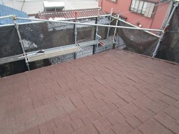 超軽量高品質な屋根材のカバー工法で、今後は雨漏りに悩まされることなくお過ごしいただけます。