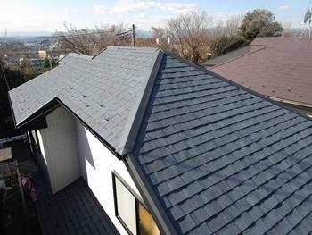屋根全体をカバー工法にてリフォームすることで、統一感のある新築のようなお家へと生まれ変わりました。