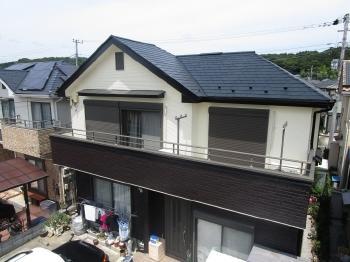外壁と屋根に統一感を持たせて塗装をすることで、全体が引き締まり新築のように生まれ変わりました。