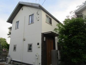 玄関にモエンアートでアクセントを加えた重厚感のある印象のお家に生まれ変わりました!