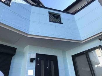 天然石加工の軽量屋根材で見た目も美しく、スタイリッシュな外観にリフォームされました!