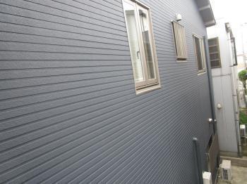 雨漏りしていたモルタル外壁から、新しくオシャレなサイディングの外壁に一新されました!