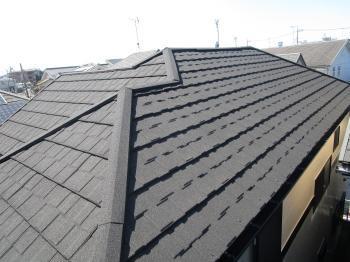 コケだらけのサイディングが外壁塗装でキレイに、屋根も耐震性のある軽量屋根になりました!