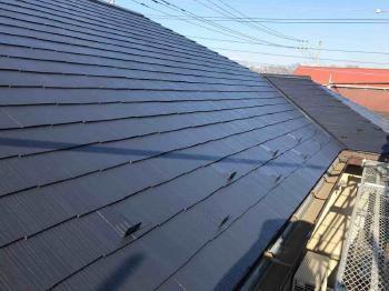 高耐久のフッ素樹脂塗料で光沢ある美しい屋根にリフォームされました!