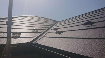 軽量で防水性の高いシルキーG2の屋根材で、雨漏りしていた部分を屋根修繕により補修しました!
