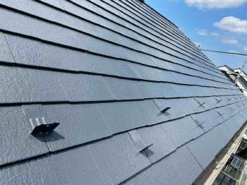 コケだらけだったスレート屋根が高耐久のフッ素樹脂塗料で美しくリフォームされました!