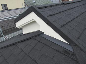 サビだらけだったスレート屋根が、超軽量屋根のセネターで美しくリフォームされました!